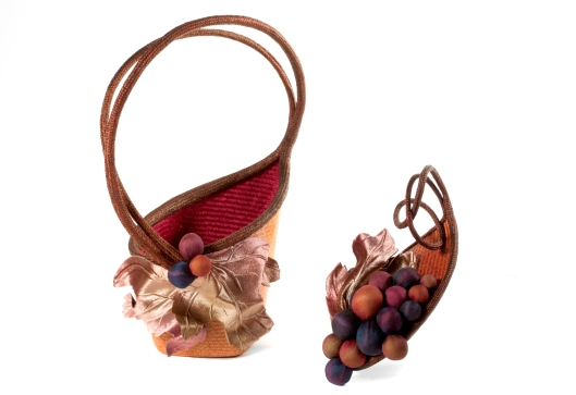 Vine basket with wearable lid