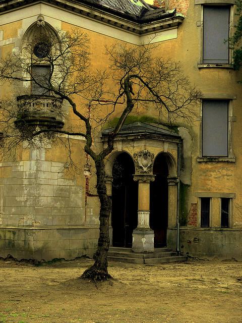 http://point-me-to-wonderland.tumblr.com/post/40512305026/bluepueblo-abandoned-castle-konstancin