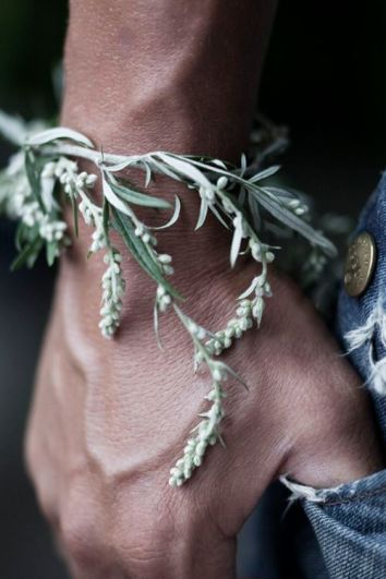 Best DYI: Natural insect repellent. Lavander,Rosemary, Peppermint, Basil Bracelet. Found on noperfectdayforbananafish.tumblr.com